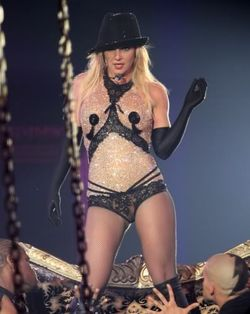 Britneyspears-circus-24